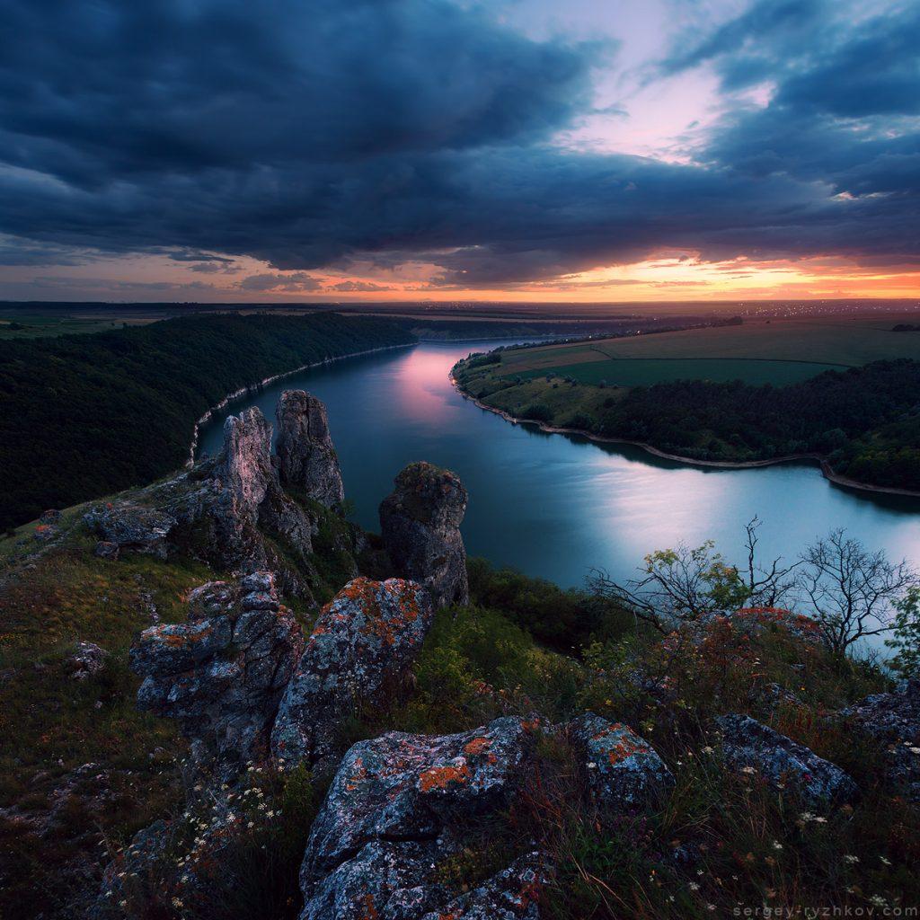 Скелі на березі Дністровського каньйону