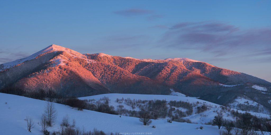 Зимова Стримба у вечірніх променях сонця