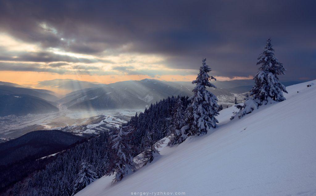 Зимовий день у Карпатах