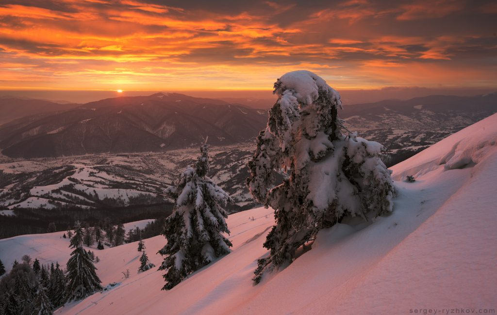 Палаюче небо в горах