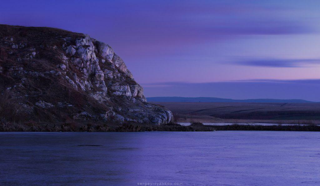 Скелі в селі Погорілівка, Чернівецька область.