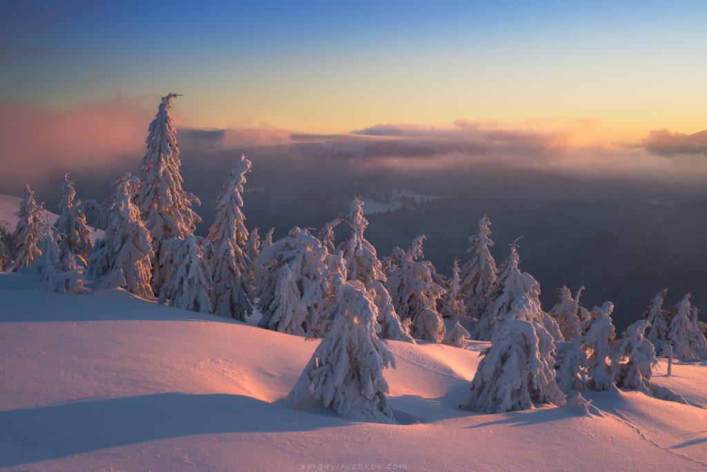 Ранок в зимових горах