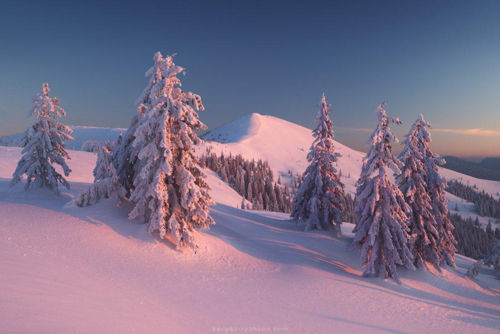 Сніжна зима в горах