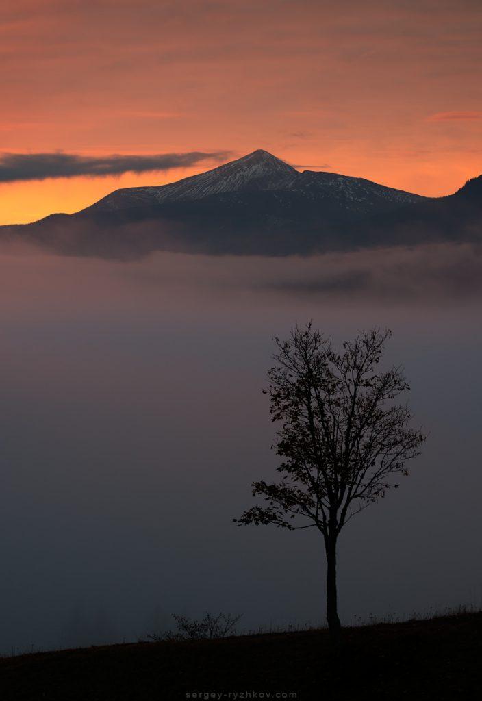 Вид на Говерлу перед світанком