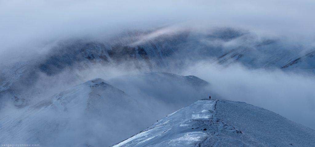 Зимові схили Боржави вкриті льодом та оповиті туманом