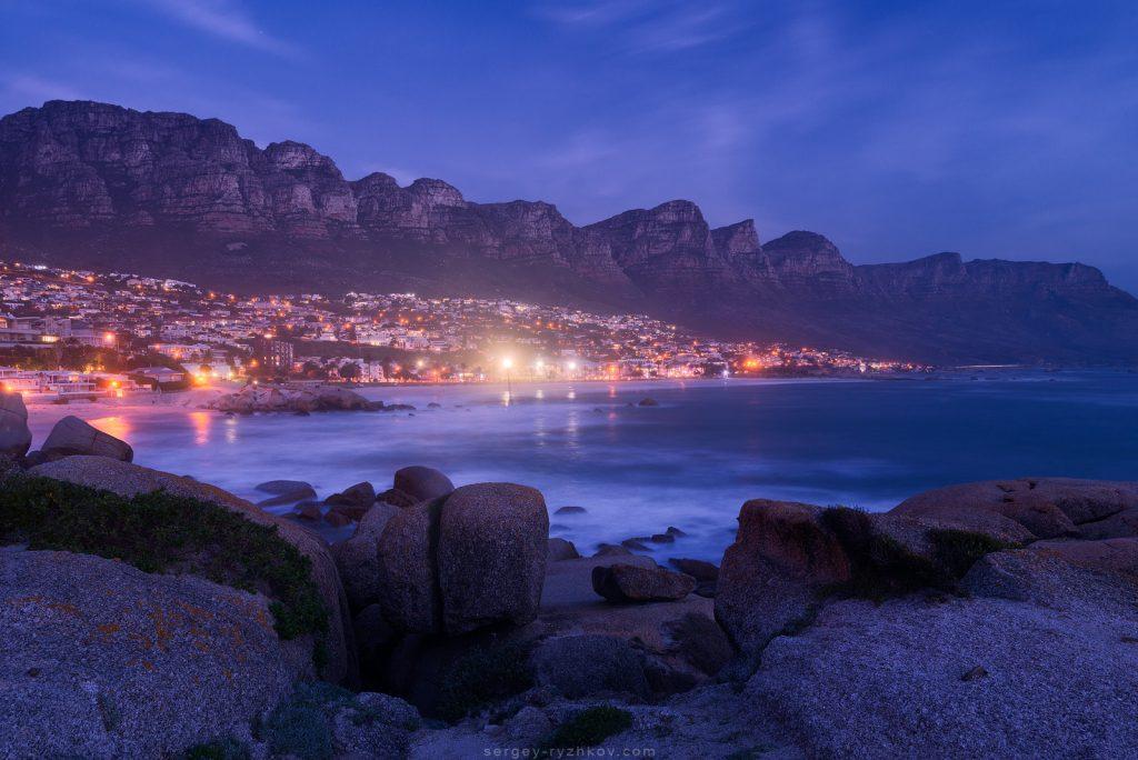 Нічний Кейптаун та затока