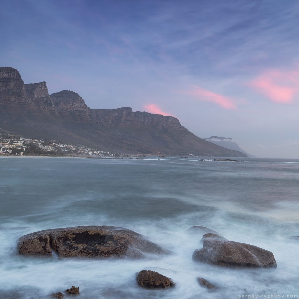 Ранкові сутінки на океанічному узбережжі