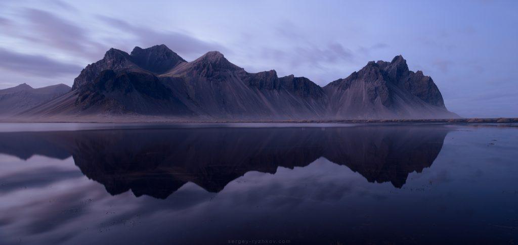 Панорама Вестрахорна з відзеркаленням. Vestrahorn. Iceland