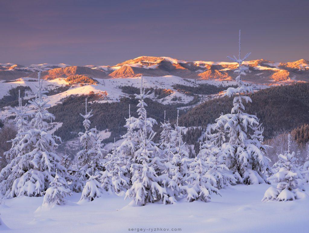 1. Гринявські гори у перший променях сонця