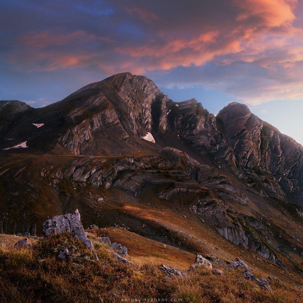 Вечірнє небо на горами Рачі