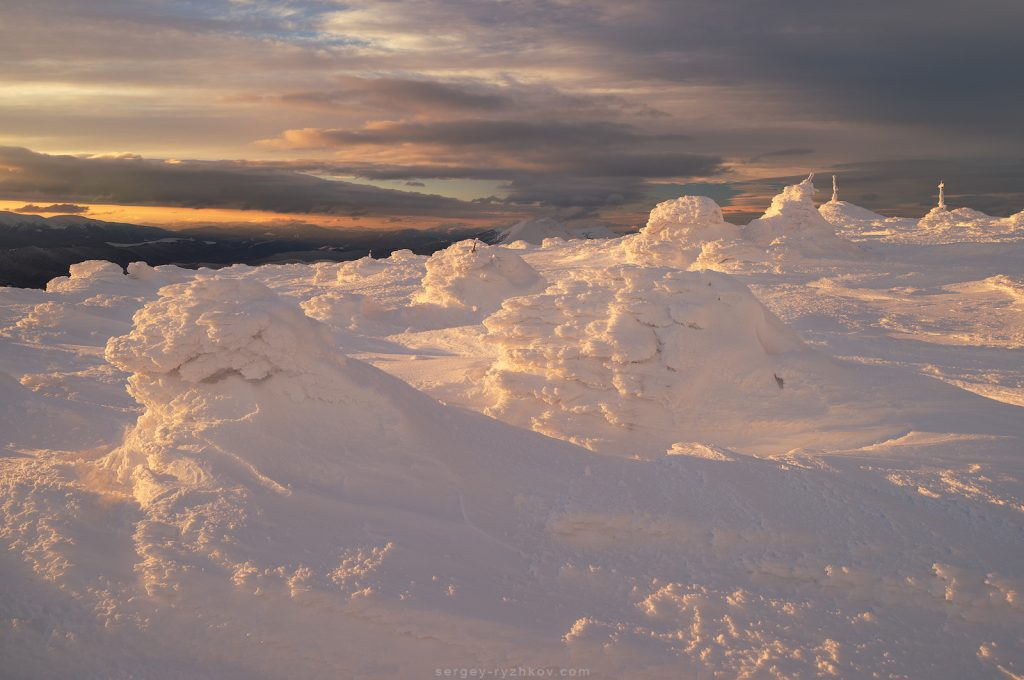 Снігові надуви на горі Синяк