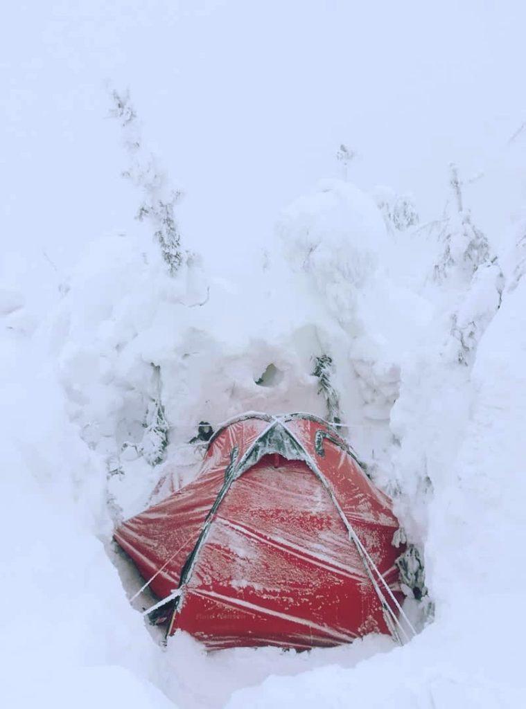 Зимовий табір в горах
