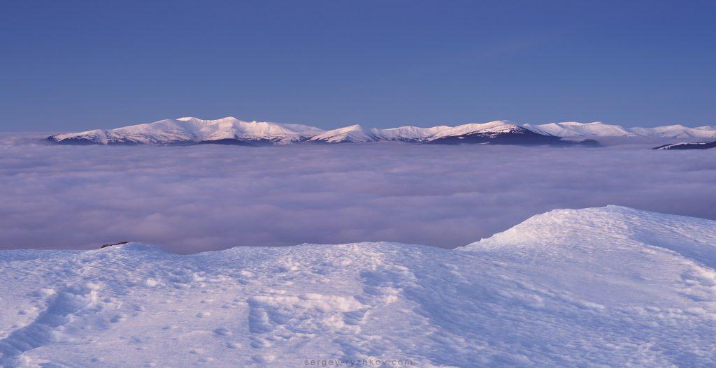 Карпатські тумани в долині під Свидовцем