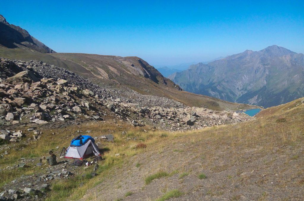 Табір під перевало Геске з видом на Удзіро
