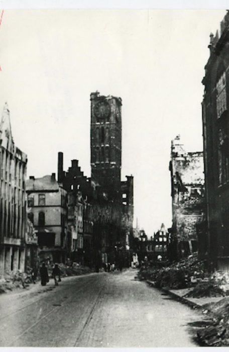 Dluga street and city hall after war