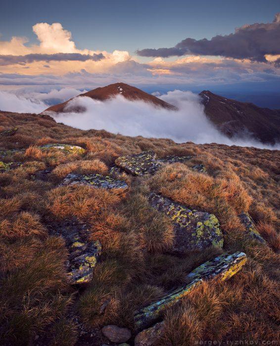 Вид на гору Ineuts зі схилів Інеу