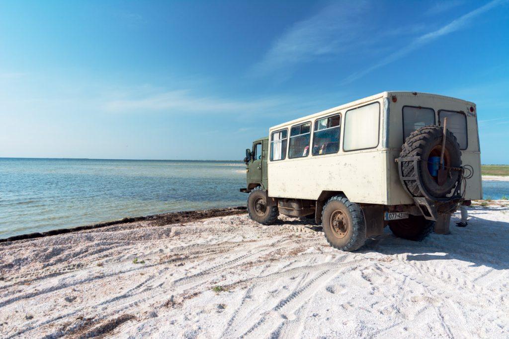 ГАЗ-66 на березі затоки
