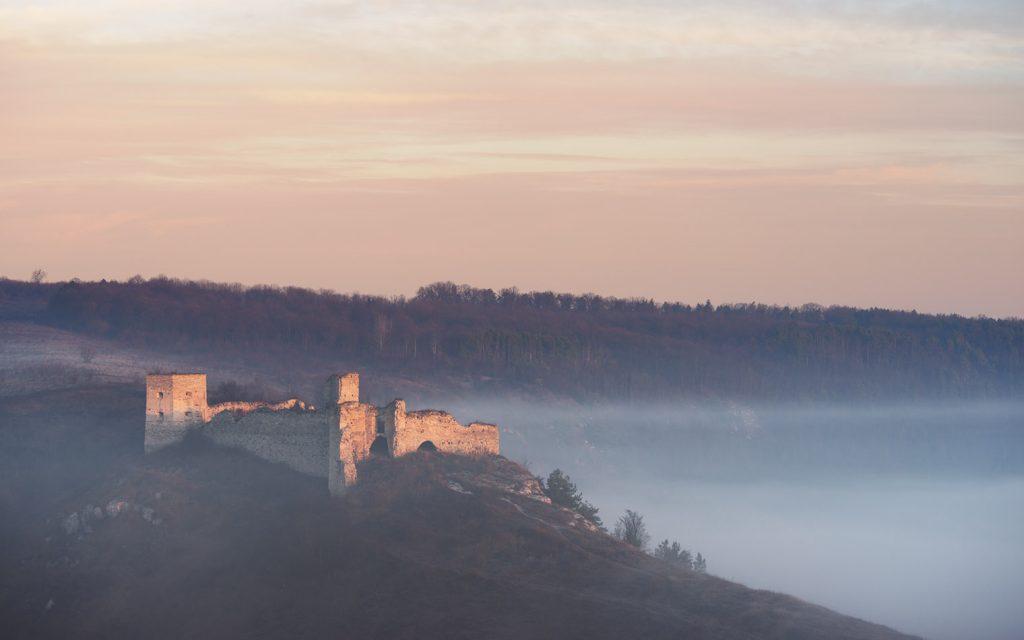 Кудринецький замок та вранішній туман